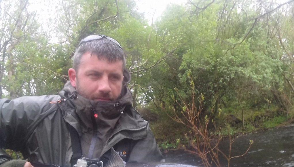 Julian Ciconte a capturé et remis à l'eau le saumon pesant plus de 8,16 kg
