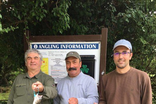 Patrick Rousseau, Jean-Jacques Daurat et Nicolas Lafaurie ont pris trois saumon a chacun sur la pêcherie au Cloongee.
