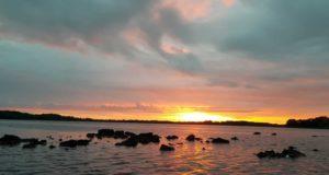 Le lever du soleil est une bonne moment d'être sur le Lough Corrib à cette période de l'année