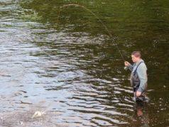 Dan ONeill avec une belle truite sur la riviere Nore