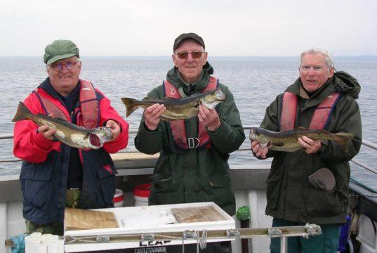 Des pêcheurs français heureux à bord du Leah
