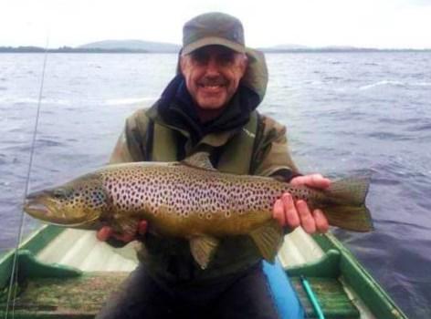 Dominic Concannon, Northern Ireland, avec sa truite de fin de saison sur le Sheelin