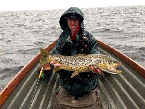 Simplement le meilleur! Dylan Ennis, pêcheur de Moate, avec le poisson gagnant de 3.1 kg qu'il a attrapé lors du concours de la LSTPA le 5.