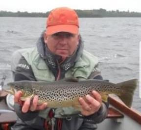 Kenneth O'Keefe avec une belle truite de presque 2kg, le 5 octobre