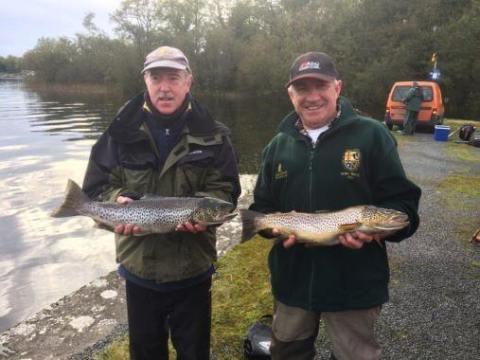 Gagnants du concours Garda du 6 octobre - Tony Grehan (1.8 kg) et le deuxième Danny O'Keefe (1.35 kg)