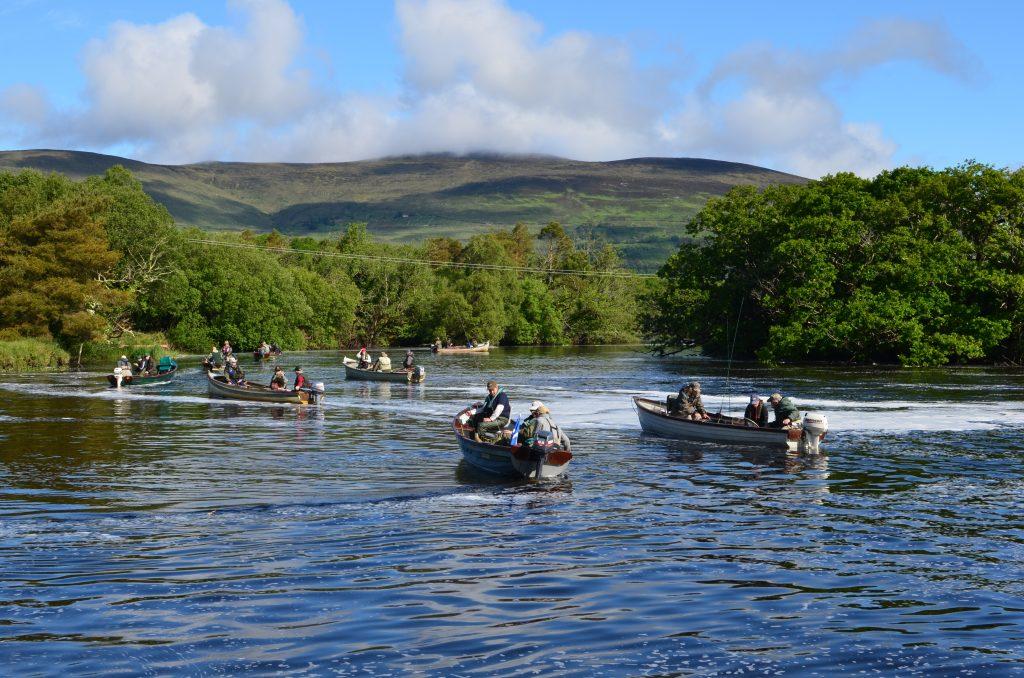 La pêche de la truite dans les bateaux irlandaises
