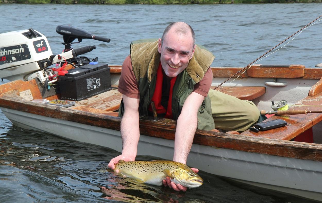 Les lacs irlandaises contiennent des belles truites fario
