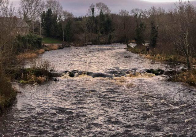 Le début de la saison de la pêche au saumon sur la rivière Drowes, Irlande