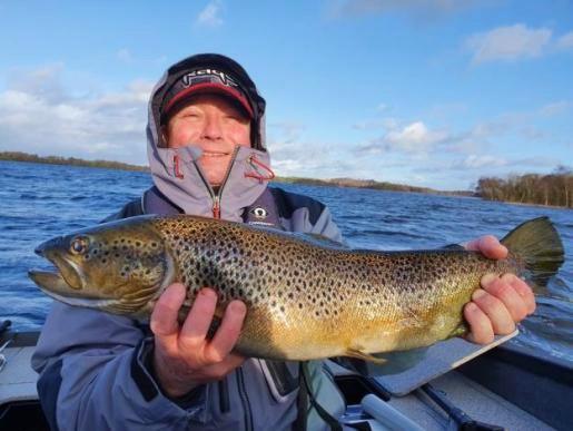 Christophe Hincilen avec une belle truite de Lough Sheelin