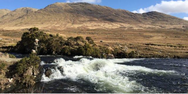 Delphi Lodge et la rivière Bundorragha sont situées dans un paysage à vous coupera le soufflé