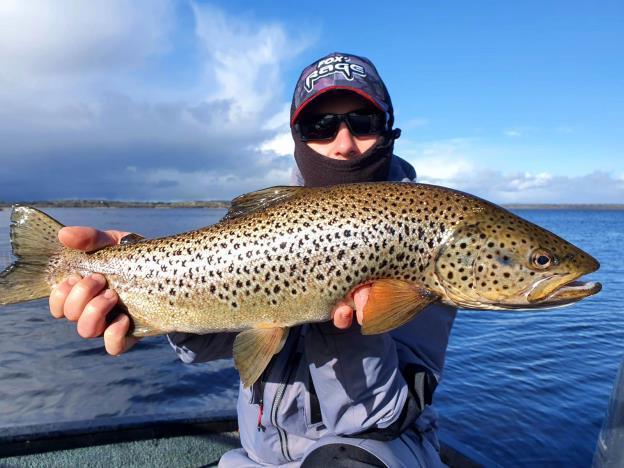 Gaetan Hincelin avec une belle truite de Lough Sheelin