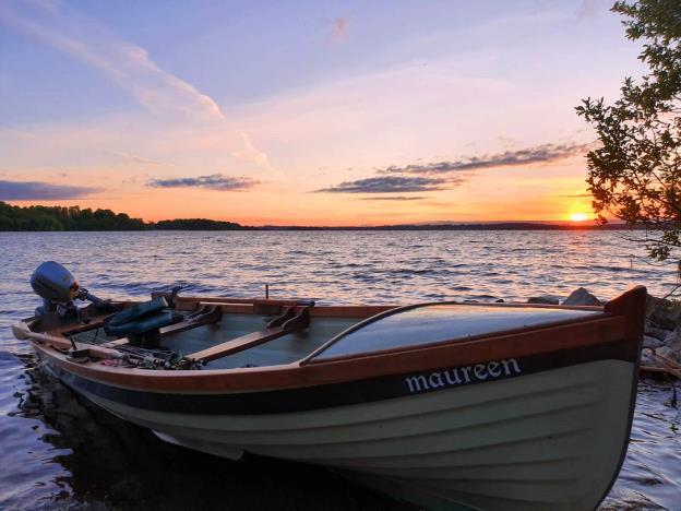 Maureen au coucher du soleil sur le Lough Sheelin