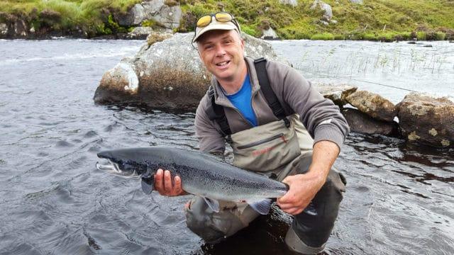 Neil Spellacy avec un joli saumon de Fermoyle de 4kg