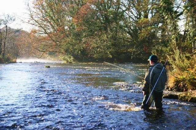Le virage du Eel Weir sur la rivière Eske