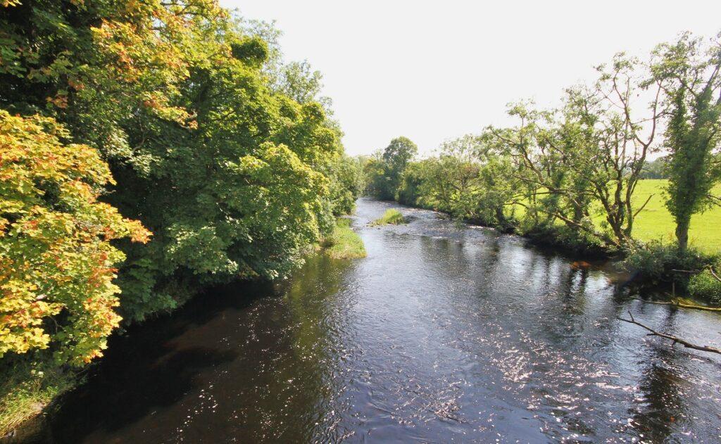 La rivière Lennon en amont de Ramelton dans le Donegal