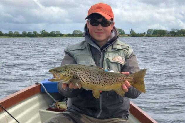 Ciaran Reilly avec une belle truite de Lough Corrib