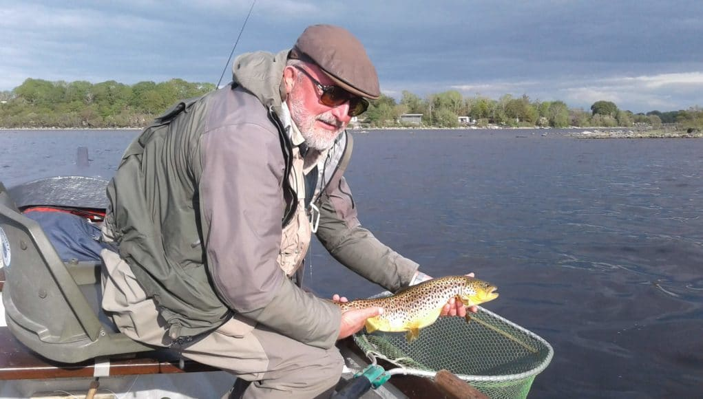 John Webb de l'Ecosse avec une belle truite de Lough Mask
