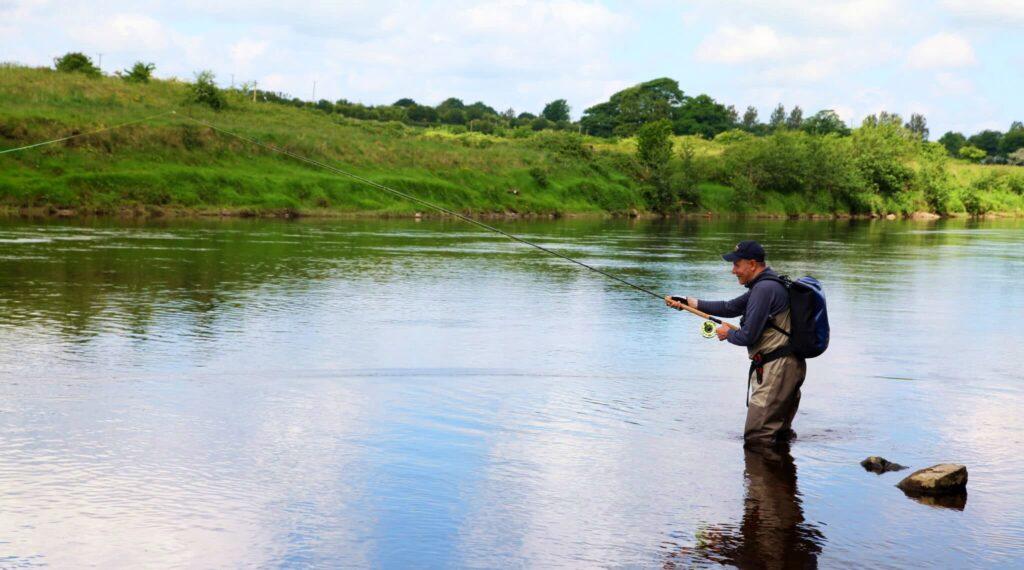 La pêche du saumon en Irlande sur la rivière Moy a Mount Falcon