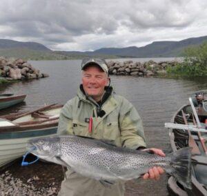 La pêche en Irlande. Une truite de mer de taille spécimen 4,2 oz de Lough Currane