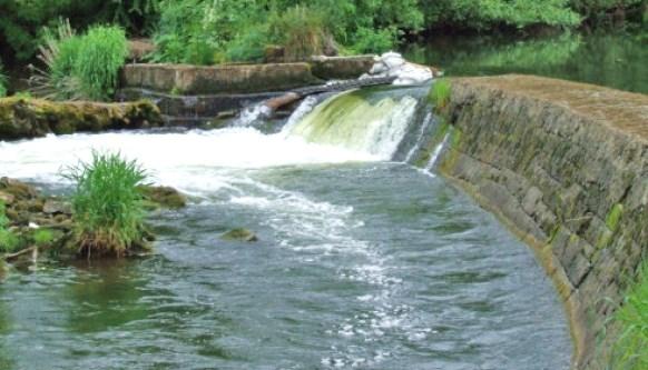 La riviere Mulcair a la cascade de Ballyclough dans le Limerick