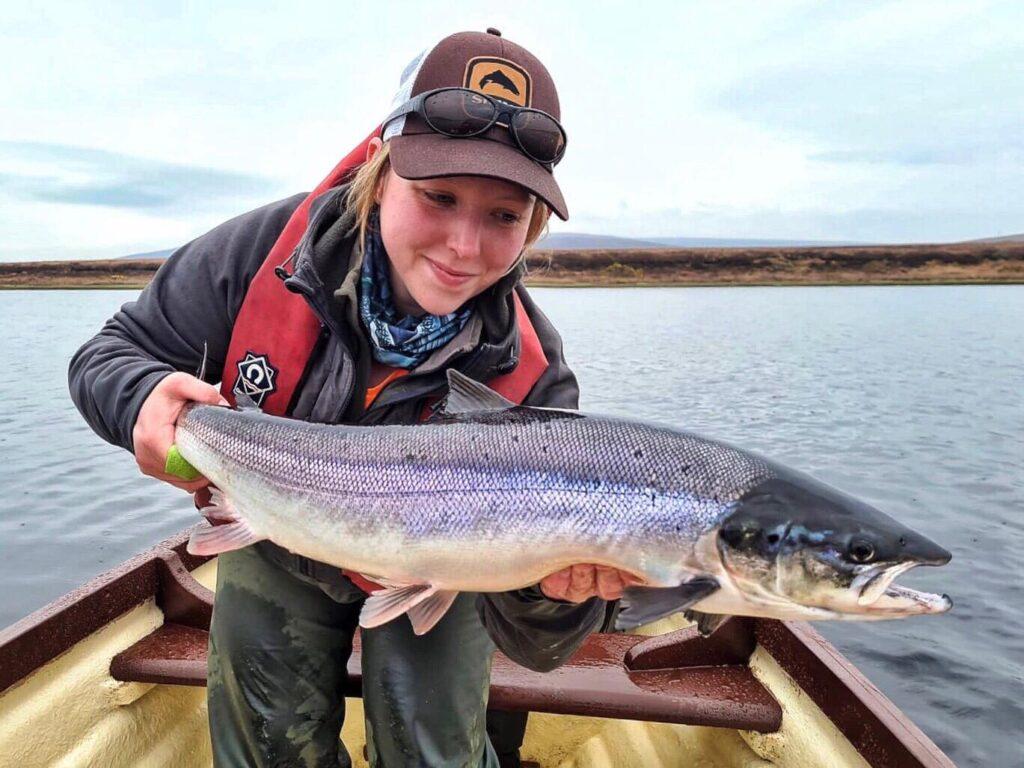 La pêche du saumon sur le lac Carrowmore dans le Mayo, Irlande