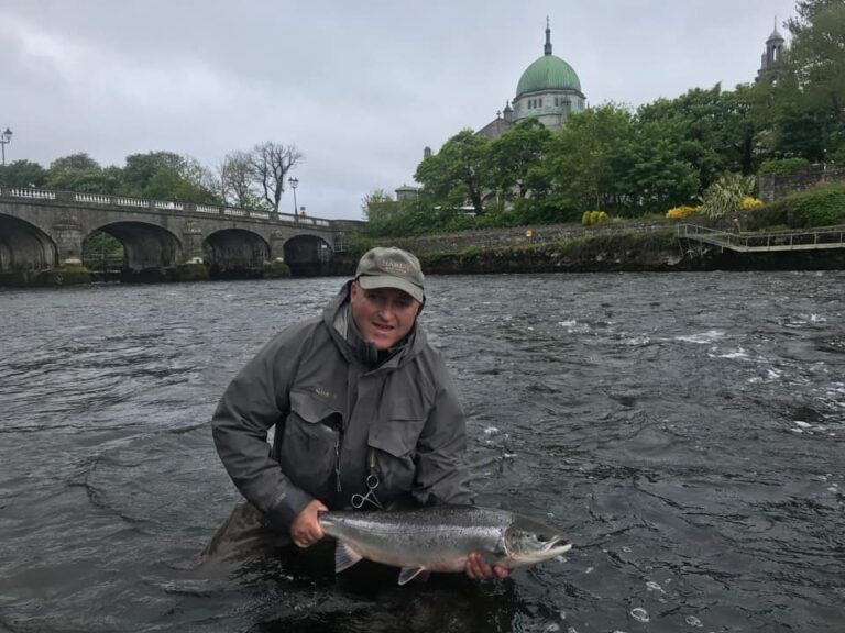 Un joli poisson de printemps pour Eamon Power sur le Galway Weir
