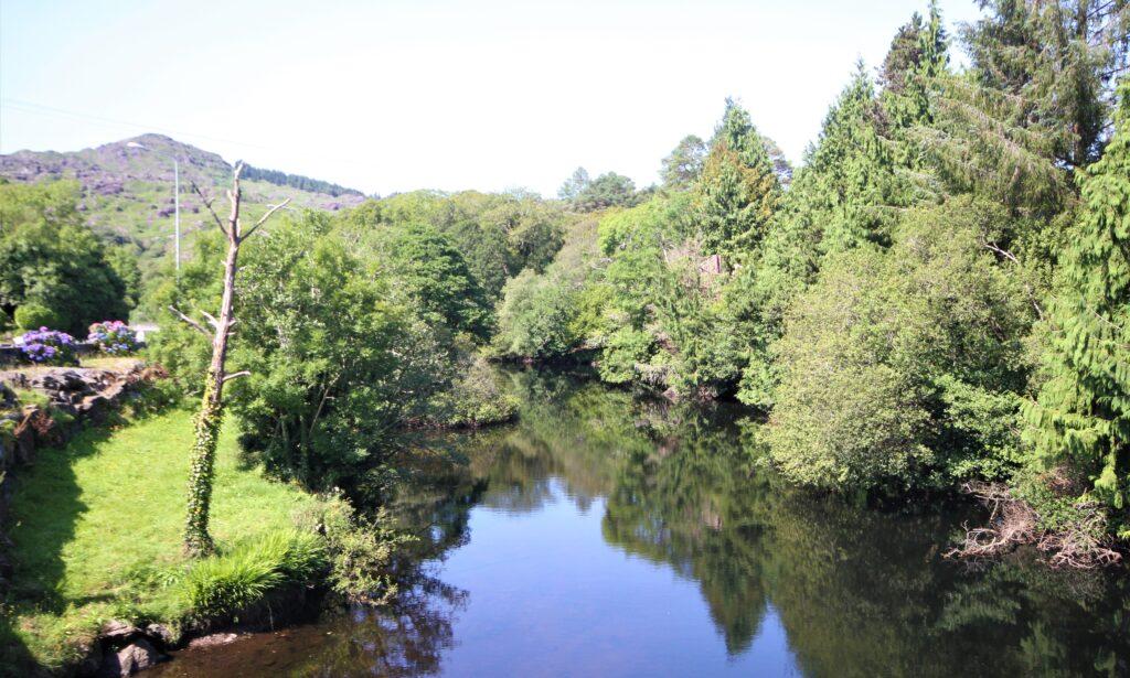La pêche au saumon dans le sud-ouest d'Irlande, la rivière Glengarriff.
